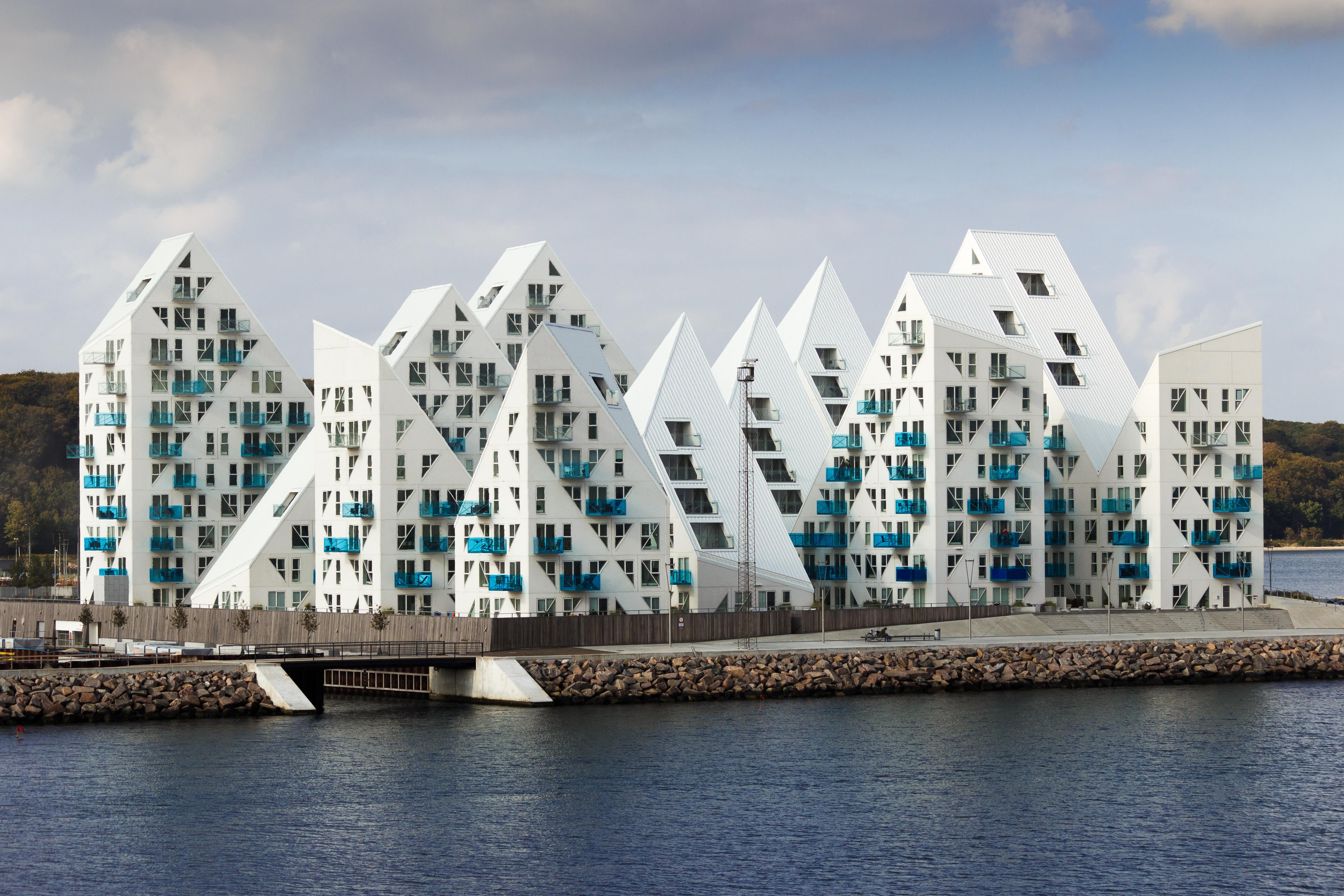 Isbjerget, czyli Góra Lodowa, to budynek mieszkalny znajdujący się w Aarhus